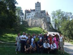 Gruppenfoto vor dem Törzburger Schloss  Fotos: der Verfasser